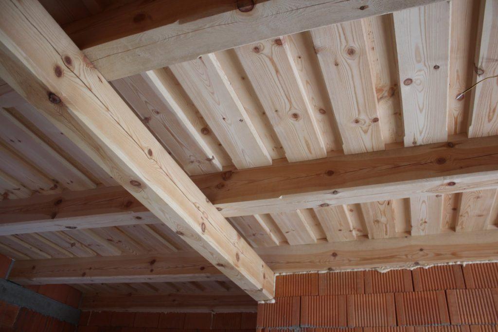 dreveny strop